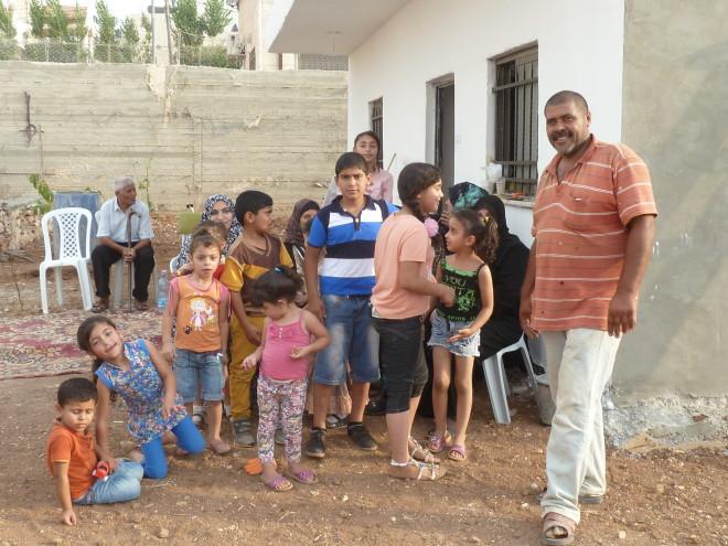 Die Familie H. kann endlich in ein Haus einziehen und muss nicht mehr mit 14 Personen in 2 Zimmern wohnen.