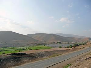 Das Jordantal. In der Mitte: Plantagen illegaler israelischer Siedlungen.